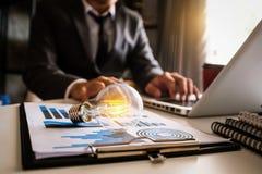 sparande energi för idé och redovisande finansbegrepp royaltyfri fotografi