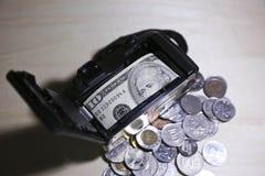 Sparande pengar som reser Royaltyfri Bild