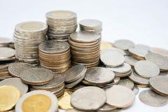 Sparande pengarmynt, Thailand mynt, selektiv fokus Royaltyfria Bilder