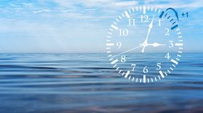 Sparande tid för dagsljus DST Väggklocka som går till vintertid Vänd tid framåt Royaltyfri Fotografi