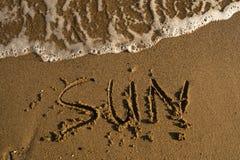 Sparato del sole di parola scritto sulla sabbia in Turchia Immagini Stock