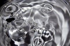 Sparato di alcune gocce di acqua casuali Immagini Stock