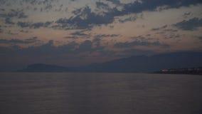 Sparato di bello tramonto di estate alla spiaggia Tramonto al metraggio del fuco del mare archivi video
