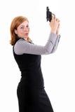Sparato di una donna militare sexy che propone con le pistole Fotografia Stock
