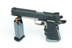 .45 sparatorie su un fondo bianco Immagine Stock
