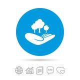 Sparen bosteken De hand houdt boomsymbool Stock Afbeelding