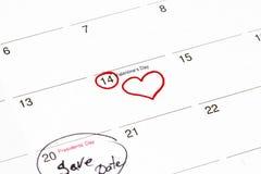 Sparen de datum op de kalender wordt geschreven - 28 Februari en 14 Febru die Stock Foto's