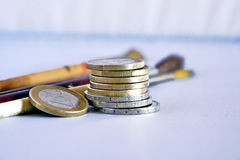 Sparen geld en investeer stock afbeeldingen