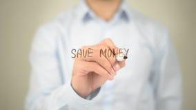 Sparen Sie Geld, Mann-Schreiben auf transparentem Schirm Stockbild