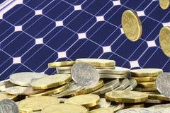 Sparen stapels van geld op zonne Royalty-vrije Stock Afbeeldingen