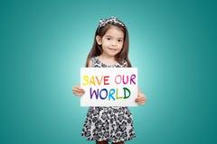 Sparen wereld sparen het leven bewaar de planeet, het ecosysteem, het groene leven stock foto's