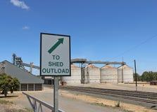 Sparga il segno di Outload ad una funzione di stoccaggio del grano Fotografie Stock