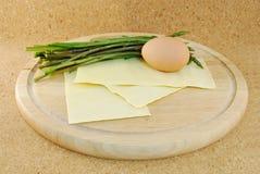 Spargel mit Eiernudeln Lizenzfreies Stockbild