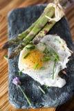 Spargel und Eier stockfoto