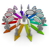 Spargendo la parola - la gente e frecce Fotografie Stock