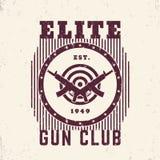Spari l'emblema d'annata del club con le pistole e l'obiettivo Immagini Stock Libere da Diritti
