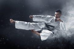 Spark för kampsportkaratehopp royaltyfria foton