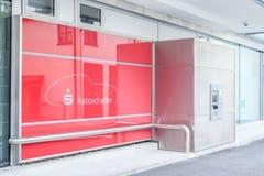 Sparkasse drive-inbio ATM Arkivfoto