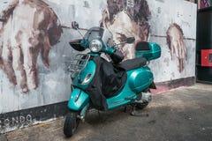 Sparkcykel- och London grafitti Arkivbild
