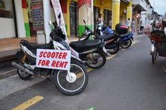 Sparkcykelmopeder i hyralager i Penang, Malaysia Fotografering för Bildbyråer
