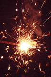 Sparkler σε ένα σκοτεινό υπόβαθρο στοκ φωτογραφία με δικαίωμα ελεύθερης χρήσης