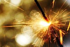 Sparkler en fondo del bokeh fotos de archivo