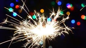 sparkler Una stella filante stante in effervescenza luminosa archivi video