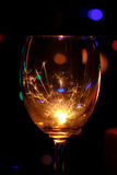 Sparklers καψίματος σε ένα φλυτζάνι γυαλιών κρασιού Στοκ εικόνα με δικαίωμα ελεύθερης χρήσης