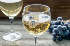 Sparkling wine in glass Royalty Free Stock Photos
