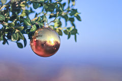 Sparkly Balldekoration für neues Jahr und Weihnachten Lizenzfreies Stockfoto