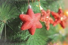 Sparkly Dekoration mit drei Herzen für neues Jahr und Weihnachten Lizenzfreies Stockfoto
