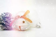 Sparkly julbakgrund med garneringar Fotografering för Bildbyråer