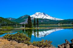 Sparks Lake (Cascade Lakes) in Oregon. Beautiful reflection of South Sister Mount in Sparks Lake (Oregon Stock Photos