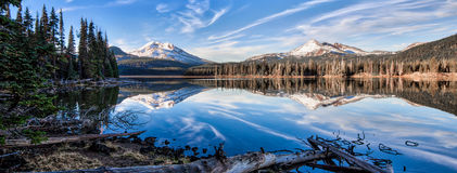 Sparks Lake, Oregon. Sparks Lake Oregon just before the sun dips behind the cascades Royalty Free Stock Image