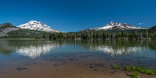 Sparks Lake with snow-capped mountains of the Cascade Range in Oregon Stock Photos
