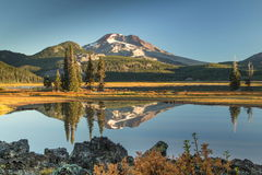 Sparks Lake Sunrise. An early fall morning at Sparks Lake in Oregons central Cascade Mountains Royalty Free Stock Photos