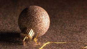 Sparky jordklot för julträd royaltyfri bild