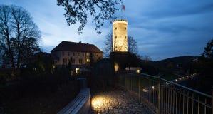 Sparrenburg城堡比勒费尔德德国在晚上 免版税库存照片