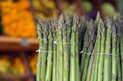Sparriers på skärm som är till salu i mat, marknadsför I Fotografering för Bildbyråer