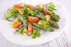 Sparris och tomater Fotografering för Bildbyråer