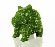 Sparschwein bedeckt mit Gras lizenzfreie abbildung