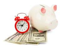 Sparschwein mit Bargeld und Wecker Lizenzfreie Stockfotos