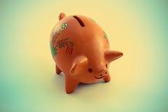 Sparschwein mit einem Retro- Weinleseeffekt Lizenzfreie Stockbilder