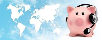 Sparschwein mit Kopfhörer auf Planetenkartenhintergrund des blauen Himmels Lizenzfreies Stockbild