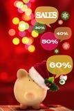 Sparschwein mit Spracheblasen Glückliches Einkaufenmädchen auf weißem Hintergrund Stockfotos