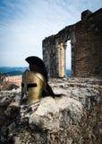 Spartański hełm na grodowych ruinach Zdjęcia Royalty Free