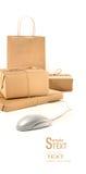 Sparta i pacchetti con il mouse del calcolatore su bianco Fotografia Stock Libera da Diritti