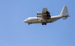 Spartaanse middelgrote het vervoervliegtuigen van HAF Alenia c-27J tijdens de vlucht Royalty-vrije Stock Foto