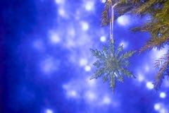 Spartakken en Kerstmisdecoratie op een donkerblauwe achtergrond De achtergrond van Kerstmis Selectieve nadruk Royalty-vrije Stock Fotografie