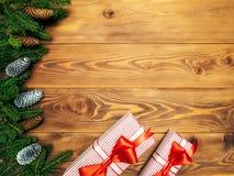 Spartakken op de houten raad Verpakte giftdozen Het concept van Kerstmis en van het Nieuwjaar royalty-vrije stock foto